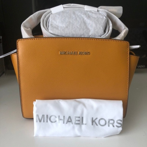 2c33e95dcece4e BRAND NEW Micheal Kors Medium Selma Crossbody Bag. NWT. MICHAEL Michael Kors